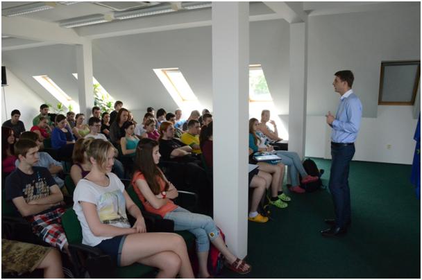 Petr Mach navštívil Švehlovu střední školu polytechnickou v Prostějově