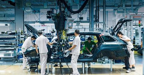 Forbes Money: Průmysl se v dubnu vypnul. Výroba aut spadla o 80 procent